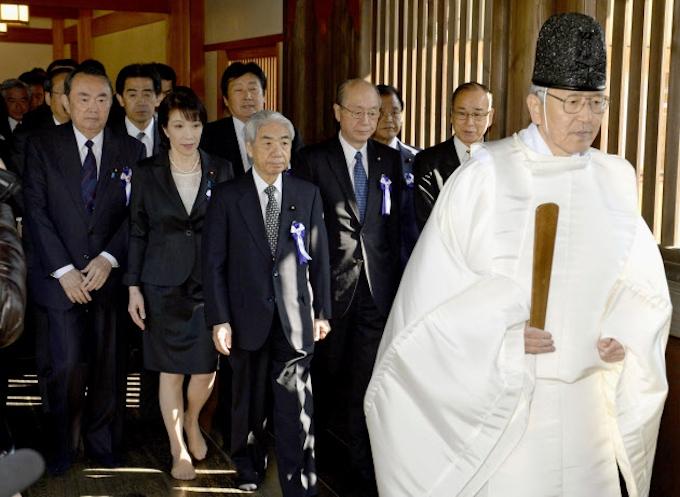 国会議員168人が靖国参拝 超党派議連、集団で: 日本経済新聞