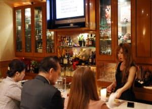 客単価1万円程度のラウンジは経営が厳しく、ママの営業でなんとか前年並みの売上高を確保している(名古屋市中区)