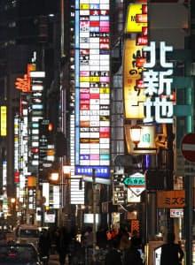 北新地の客数は最悪期を脱しつつあるものの、最も多かったバブル期の4分の1程度にとどまる(大阪市北区)