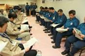 福島第1原発の免震重要棟内で開かれた自治体と東電の協議(24日、代表撮影)