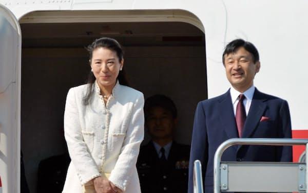 オランダに向け羽田空港を出発される皇太子ご夫妻(28日)