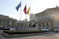 調査部の向かいにある旧満鉄本社は、いまは地元鉄道局のオフィス(遼寧省大連市)
