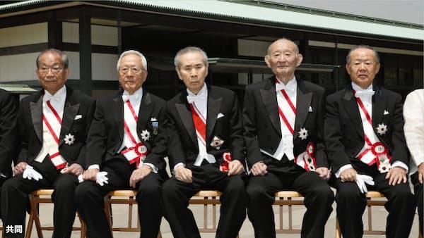 皇居で春の大綬章親授式