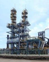 鉄鋼各社はCO2排出削減に取り組んでいる(新日鉄住金の君津製鉄所にあるCO2回収プラント)