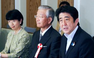 6月5日、規制改革会議であいさつする安倍首相。