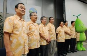 ホンダの伊東社長(左端)と世界6地域の環境会議議長(6月18日、東京都港区)