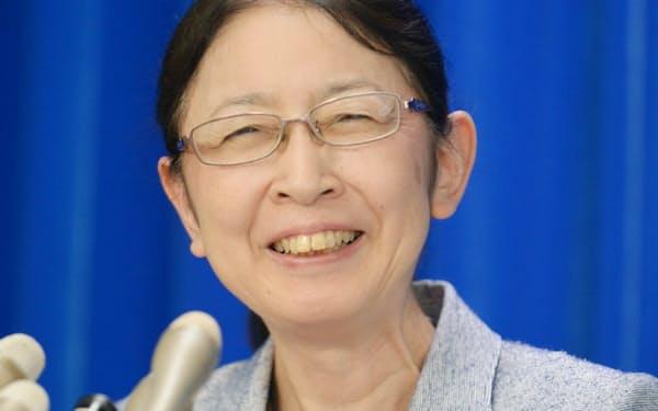 就任記者会見で笑顔を見せる村木厚子厚労事務次官(2日午後、厚労省)