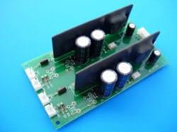 同社が世界で6%のシェアを持つパワー半導体用モジュール(2枚の黒い板がゲートドライバー)
