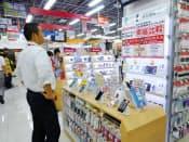 スマートフォンの店頭価格の値下がりが激しくなっている(東京都港区の家電量販店)