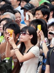 有権者の今後のネット選挙活動が注目される(東京都豊島区の街頭演説で)