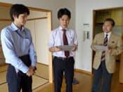 最初に、この日の調査方針を確認するメンバー(右から東京カンテイの岩城氏、奥山氏、大和ホームズの福島氏)