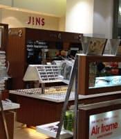 実店舗とネットの使い分けが新たな価値を生む(JINSの眼鏡売り場)