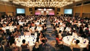 約500人の「オズモール」利用者らが参加して開かれた美容イベント「美女子会」(東京都文京区のホテル椿山荘東京)