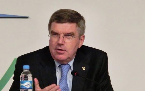 IOCの新会長に選出され記者会見するバッハ氏(10日、ブエノスアイレス)