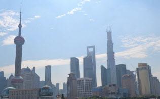 上海は「第二の香港」になれるのか(浦東地区の超高層ビル群)