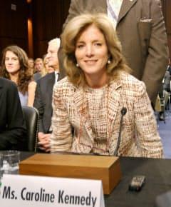 19日、米上院外交委員会の公聴会に出席し、笑顔を見せるキャロライン・ケネディ次期駐日大使=共同