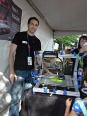 家庭用3Dプリンターを手掛けるジーマックスの創業者、ゴードン・ラプランテさんは、メイカー・フェアを商品公開の好機と考えた
