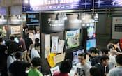 にぎわう「東京ゲームショウ2013」のインディーズゲームコーナー(千葉市美浜区の幕張メッセ)