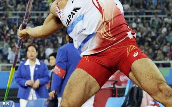 男子やり投げ 77メートル35で3位のディーン元気(9日、天津)=共同