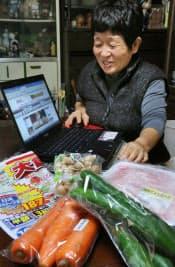 松本さんは「かわねやネットスーパー」で1回5000円程度食材を購入する(茨城県常陸太田市)