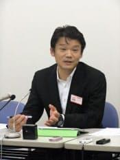 2013年4~9月期の決算を発表するヤフーの宮坂社長(25日、東証)