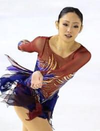 フィギュア東日本選手権で2位となった安藤美姫(4日、群馬県総合SCアイスアリーナ)=共同