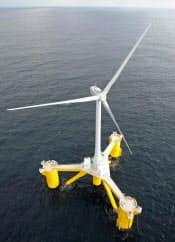 福島沖に設置された浮体式洋上風力発電所の風車(11月11日)=共同