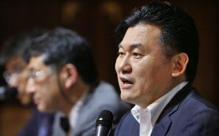 6日、楽天の三木谷浩史社長は緊急会見を開き、政府が一部市販薬のネット販売の制限を決めたことに強く抗議した