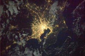 国際宇宙ステーションから見た関東地方の夜景(JAXA・NASA提供)=共同