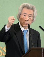 12日、小泉元首相は日本記者クラブの講演で原発ゼロ方針の正当性を力説した=共同