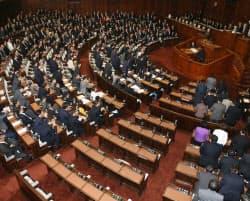 日本維新の会が退席するなか、特定秘密保護法案を賛成多数で可決した衆院本会議(26日夜)