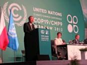 COP19の閣僚級会合で発言する国連の潘基文事務総長(左)(19日、ポーランド・ワルシャワ)