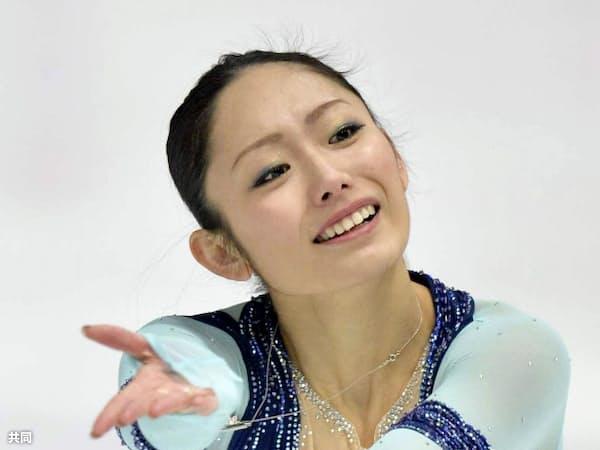 女子SPで演技する安藤美姫(6日、ザグレブ)=共同