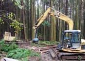 山奥で伐採される木材資源。搬出にはコストがかかる