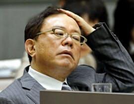 東京都議会総務委に出席した猪瀬直樹知事(17日)=共同