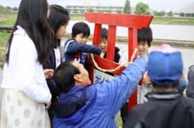 新潟県見附市では不法投棄根絶を願い、住民らが設置している(市民生活課提供)