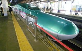 東北新幹線のE5系「はやぶさ」(大宮駅)
