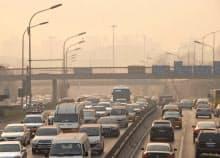 WHOの報告書は深刻な大気汚染にも着目した(北京市内)=共同