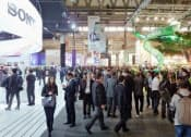 開幕した世界最大級の携帯端末見本市「モバイル・ワールド・コングレス2014」の会場(24日、スペイン・バルセロナ)=共同
