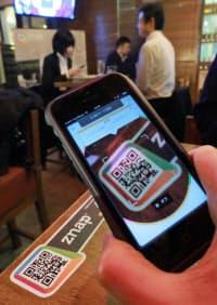 「ZNAP」でテーブルにあるQRコードを読み取ると注文から支払いまでスマホで出来る(東京都港区のQRBAR)