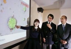STAP細胞の発見を発表する(左から)小保方晴子理研発生・再生科学総合研究センター細胞リプログラミング研究ユニットリーダーら(1月28日)