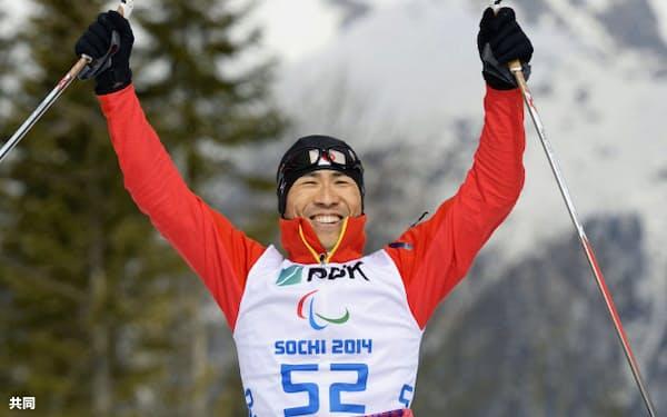 ソチ冬季パラリンピックのバイアスロン男子7.5キロ座位で銅メダルを獲得した久保恒造(8日、ソチ)=共同