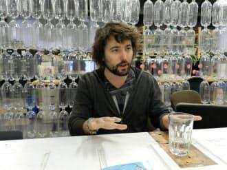 テラサイクルのトム・ザッキーCEOの部屋は廃ペットボトルで仕切られている