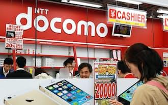 iPhone5sなどが並ぶNTTドコモの売り場