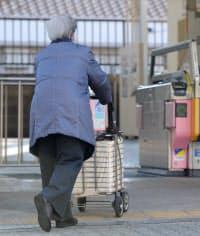 子供や孫と同居する高齢者は減り続ける