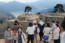 「天空の城」として人気の竹田城跡(兵庫県朝来市)