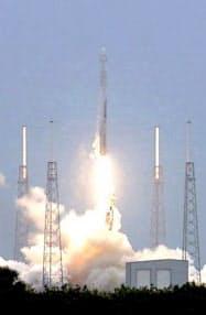 打ち上げに成功した再利用ロケット「ファルコン9」(NASA提供)