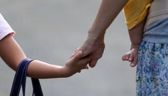 当事者の事情が変われば、最初に決めた養育費の額を変更することができる