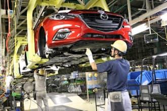 マツダでは設計時から生産の効率化を意識し、複数車種を同一ラインに流せる構造にしている