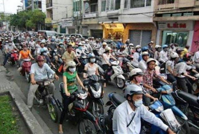 交通渋滞もあるが、ベトナムなどでは活気ある成長が続いている